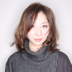 イルミナカラー デジタルパーマ モード アッシュ ヘアスタイルや髪型の写真・画像