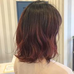 チェリーレッド 赤茶 波ウェーブ ガーリー ヘアスタイルや髪型の写真・画像