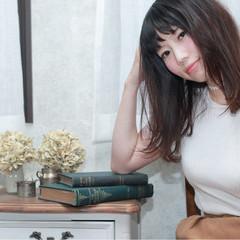 セミロング 外ハネ ストレート 大人女子 ヘアスタイルや髪型の写真・画像