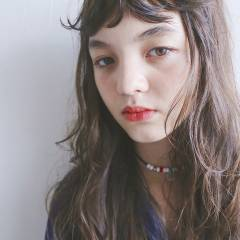 アッシュベージュ ナチュラル 抜け感 シースルーバング ヘアスタイルや髪型の写真・画像