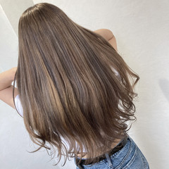 大人ハイライト ブリーチカラー 極細ハイライト フェミニン ヘアスタイルや髪型の写真・画像