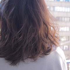 ミディアム グラデーションカラー ミルクティーベージュ アッシュ ヘアスタイルや髪型の写真・画像