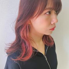 鎖骨ミディアム インナーカラー フェミニン ミディアムレイヤー ヘアスタイルや髪型の写真・画像