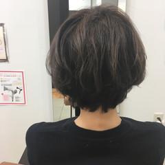 スモーキーカラー グレー モード ショート ヘアスタイルや髪型の写真・画像