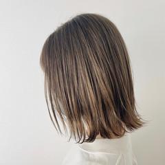 ミディアム 切りっぱなしボブ ミディアムレイヤー ストリート ヘアスタイルや髪型の写真・画像