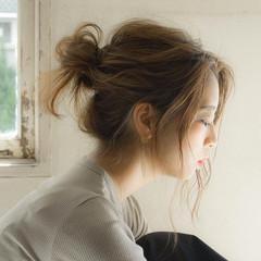 お団子 ナチュラル セミロング 簡単ヘアアレンジ ヘアスタイルや髪型の写真・画像