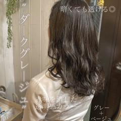 セミロング アッシュ グレージュ フェミニン ヘアスタイルや髪型の写真・画像