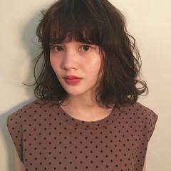 外ハネ 前髪あり 春 フェミニン ヘアスタイルや髪型の写真・画像