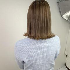 ミルクティーベージュ 透明感カラー ハイライト コテ巻き ヘアスタイルや髪型の写真・画像