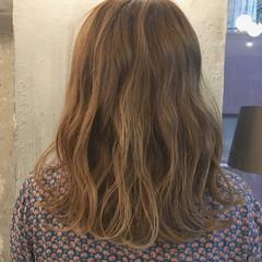 外国人風カラー ウェーブ ミディアム デート ヘアスタイルや髪型の写真・画像