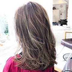 ミルクティーグレージュ ラベンダーピンク ミディアム ハイライト ヘアスタイルや髪型の写真・画像