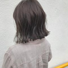 ナチュラル 外ハネ ロブ 切りっぱなし ヘアスタイルや髪型の写真・画像