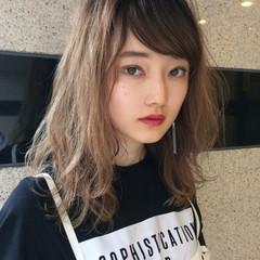 デート ミディアム 外国人風カラー ウェーブ ヘアスタイルや髪型の写真・画像