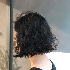 モード アウトドア パーマ オフィス ヘアスタイルや髪型の写真・画像