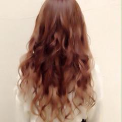 ロング ストリート ウェーブ 艶髪 ヘアスタイルや髪型の写真・画像