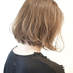 ストリート アッシュベージュ ゆるふわ 外ハネ ヘアスタイルや髪型の写真・画像