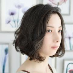 ナチュラル 大人女子 パーマ 黒髪 ヘアスタイルや髪型の写真・画像