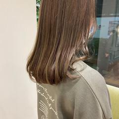 オリーブカラー ショコラブラウン フェミニン セミロング ヘアスタイルや髪型の写真・画像