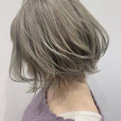 ボブ オリーブグレージュ ウェット感 ストリート ヘアスタイルや髪型の写真・画像
