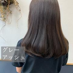 ナチュラル グレーアッシュ ブリーチなし セミロング ヘアスタイルや髪型の写真・画像