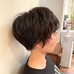 ショートヘア ナチュラル ゆるふわパーマ 無造作パーマ ヘアスタイルや髪型の写真・画像