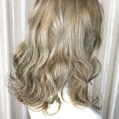 外国人風カラー アッシュグレージュ アッシュグレー アッシュ ヘアスタイルや髪型の写真・画像