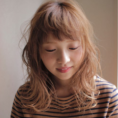 ハイトーン セミロング 外国人風 ピュア ヘアスタイルや髪型の写真・画像