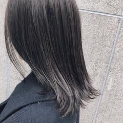 オフィス ダークグレー 外ハネボブ ミディアム ヘアスタイルや髪型の写真・画像