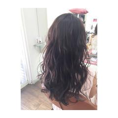 波ウェーブ ガーリー ロング 暗髪 ヘアスタイルや髪型の写真・画像