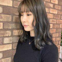 艶髪 ミディアム ナチュラル アッシュグレージュ ヘアスタイルや髪型の写真・画像