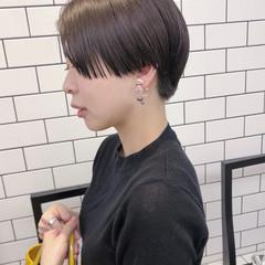 ぱっつん ハンサムショート 大人カジュアル ショート ヘアスタイルや髪型の写真・画像