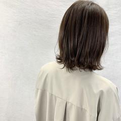 フェミニン ミディアム アッシュベージュ ブラウンベージュ ヘアスタイルや髪型の写真・画像
