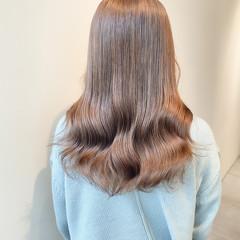 セミロング インナーカラー ブリーチなし ミルクティーベージュ ヘアスタイルや髪型の写真・画像