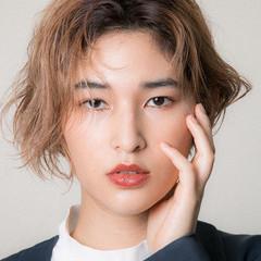 ハイトーン モード ヌーディベージュ ショートヘア ヘアスタイルや髪型の写真・画像