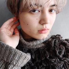 ホワイトカラー ナチュラル ブロンドカラー 外国人風 ヘアスタイルや髪型の写真・画像