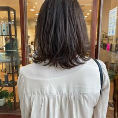 レイヤーカット ナチュラル アッシュベージュ ウルフカット ヘアスタイルや髪型の写真・画像