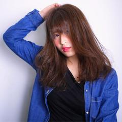 ベージュ グレージュ アッシュ ストリート ヘアスタイルや髪型の写真・画像