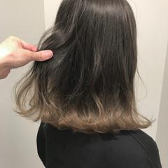 グレージュ フェミニン 裾カラー ミディアム ヘアスタイルや髪型の写真・画像