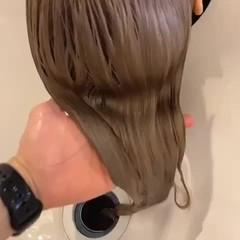 ブリーチオンカラー ミルクティーベージュ ナチュラル セミロング ヘアスタイルや髪型の写真・画像