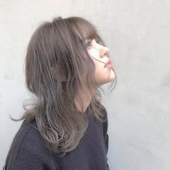 ハイトーンカラー ミルクティーベージュ ナチュラル アッシュグレージュ ヘアスタイルや髪型の写真・画像