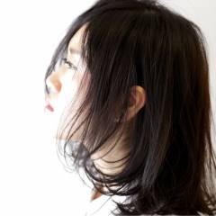 センターパート ストリート 暗髪 ウェットヘア ヘアスタイルや髪型の写真・画像