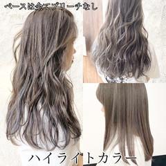 セミロング フェミニン ハイライト グレージュ ヘアスタイルや髪型の写真・画像