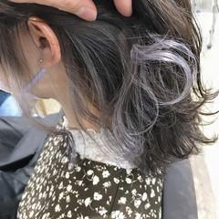 ガーリー ホワイトカラー ミディアム インナーカラー ヘアスタイルや髪型の写真・画像