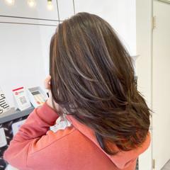 3Dハイライト ミディアムレイヤー ミディアム ママ ヘアスタイルや髪型の写真・画像