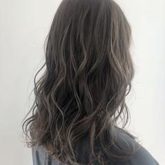ゆるふわ ハイライト グレージュ ナチュラル ヘアスタイルや髪型の写真・画像