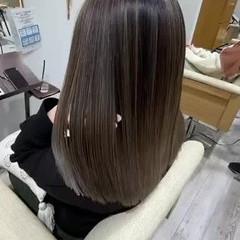 ハイトーンカラー セミロング 艶髪 エレガント ヘアスタイルや髪型の写真・画像