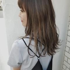 ハイライト ナチュラル 抜け感 前髪あり ヘアスタイルや髪型の写真・画像