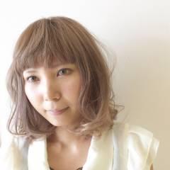 大人かわいい ハイトーン ナチュラル ダブルカラー ヘアスタイルや髪型の写真・画像