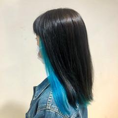 インナーカラー ブルー ターコイズブルー ストリート ヘアスタイルや髪型の写真・画像