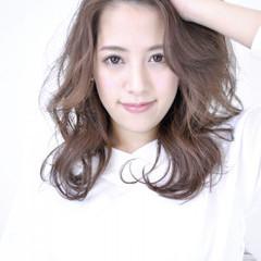かき上げ前髪 大人かわいい セミロング 大人女子 ヘアスタイルや髪型の写真・画像